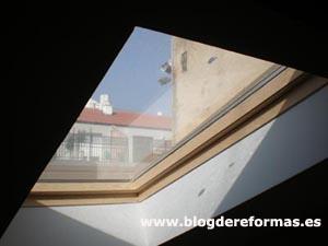 Ventana para buhardilla en tejado